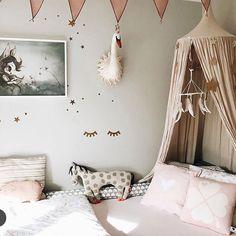 SWAN DESIGNS IN CHILDREN'S ROOMS Swan Wallpaper, Room Wallpaper, Pastel Nursery, Girl Nursery, Nursery Ideas, Girl Room, Girls Bedroom, Devine Design, Princess Room