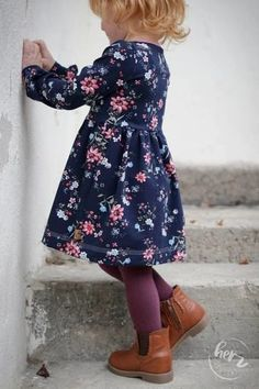 """'himmlische Amelie' Hebst-/Wintervariante Größe The """"heavenly Amelie"""" in the autumn / winter variant is a dress with a tight-fitting top Sewing Projects For Kids, Sewing For Kids, Diy For Kids, Carters Baby, Baby Boys, Rebecca Minkoff, Orange Fabric, Winter Kids, Everything Pink"""