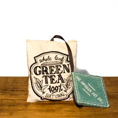Handcrafted in the UK for The Artisan Pet Deli by Freak MEOWT, this fun Green Teabag cat toy is stuffed full of premium Canadian catnip. The perfect gift for the sophisticated kitty!