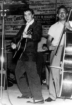 Sonny James, Elvis (with Sonny's MC Johnny Hicks and Bill - Apr. Elvis Presley and Bill Black [Big D Jamboree, Dallas]. Paul Mccartney, Beatles, Rock And Roll, 50s Music, Rockabilly Music, Young Elvis, Youtube S, Elvis Presley Photos, Music Photo