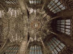 Pendant fan vaulting Chapel of Henry VII in Westminster Abbey attributed to architect Robert Janyns, Jr. Gothic Architecture, Historical Architecture, Westminster Abbey, Place Of Worship, Gothic Art, Vaulting, Ceiling Design, Design Elements, Medieval