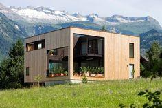 Süd-West Fassade: moderne Häuser von dreipunkt ag