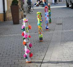 Urban Knitting: i lavori a uncinetto che colorano la città ...