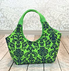 Lunch Tote with Free Pattern - Could use as a reference for any purse…like the monogrammed one for Brielle and Wren