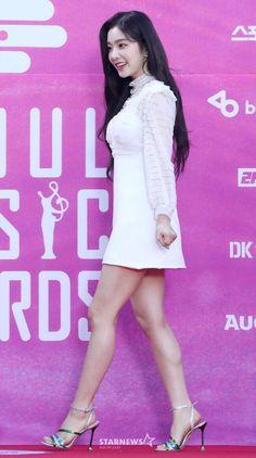 """Back in July Red Velvet's Irene became a """"Girl In Miu Miu"""". Irene Red Velvet, Red Velvet Joy, Cute Asian Girls, Beautiful Asian Girls, Seulgi, L Dk, Rapper, Seoul Music Awards, Velvet Fashion"""