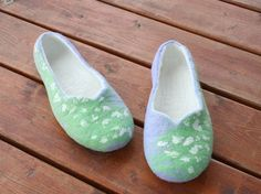 Women house shoes felted slippers wool slippers Spring by kadabros