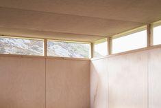 https://www.dezeen.com/2017/09/17/trias-reclaimed-slate-shingles-plywood-writers-retreat-residential-welsh-valle-uk/