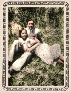 colorized photo of Bonnie & Clyde and Sonny Boy, the rabbit she got as a gift for her mother Bonnie Parker, Bonnie Clyde, Bonnie And Clyde Photos, The Babadook, Real Gangster, Sonny Boy, Cinema Tv, Colorized Photos, Gangsters