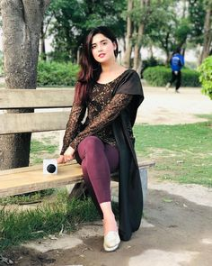 Ethnic by Outfitters store provides lawn and formal dress collection of high quality to Pakistan and abroad customers. Indian Ladies Dress, Indian Girls, Ladies Dresses, Pakistani Models, Pakistani Girl, Pakistani Actress, Bollywood Actress, Beautiful Dresses For Women, Beautiful Girl Indian