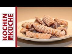 Spagatkrapfen | Kochen und Küche Make An Effort, Raising Kids, Sausage, Cereal, Baking, Breakfast, Sweet, Desserts, Recipes