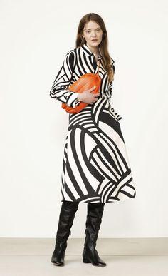 BUY - Anja Salme skirt - Marimekko clothes - Spring 2017 - Salme woven collection - polyester, viscose, cotton, elastane - Concealed zipper at back seam. Stylish Dress Book, Stylish Dresses, Fashion 2017, Fashion Show, Womens Fashion, Style Casual, My Style, Art Africain, Marimekko
