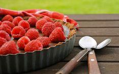 Découvrez 20 délicieuses recettes aux framboises ! 😍  #framboise #smoothie #crumble #liégeois #glace #milkshake #brownie #chaussons #cookies #tarte #cake #muffins #esquimaux #pannacotta #yaourt #tiramisu #confiture #tartelette #porc #recettessimples #recettesfaciles #desserts #framboises Milk Shakes, Panna Cotta, Tartelette, Nutrition, Brownie, Raspberry, Muffins, Fruit, Tiramisu
