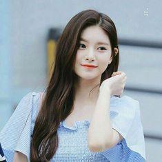 Kpop Girl Groups, Korean Girl Groups, Kpop Girls, Cute Korean Girl, South Korean Girls, Yuehua Entertainment, Forever, My Princess, Ulzzang Girl