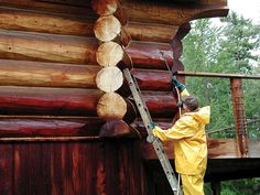 to Choose the Best Log Home Stain for Your Cabin Just 10 years ago, your choice of wood stains was pretty much brown. Now you can…Just 10 years ago, your choice of wood stains was pretty much brown. Cabin Exterior Colors, Log Homes Exterior, Exterior Stain, Small Log Cabin, Log Cabin Kits, Log Cabin Homes, Small Cabins, Log Cabins, Mountain Cabins