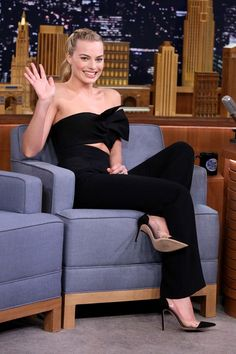 Margot Robbie in Cushie Et Ochs paired with Gianvito Rossi pumps makes an appearance on 'The Tonight Show Starring Jimmy Fallon'. #bestdressed