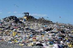 Vendola regalò ai privati la gestione dei rifiuti, ecco cosa emerge dall'Agenzia Regionale