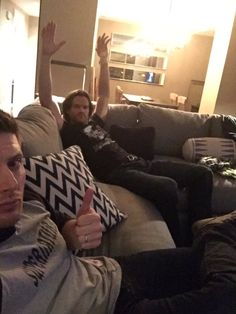 Jared and Jensen live tweeting from one of their condos in their SPN shirts :)