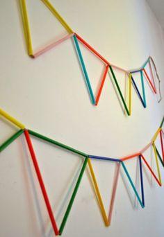 vlaggetjes gemaakt van rietjes en touw