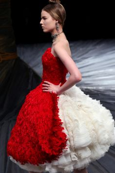 McQueen. This one reminds me of Alice In Wonderland. Love <3