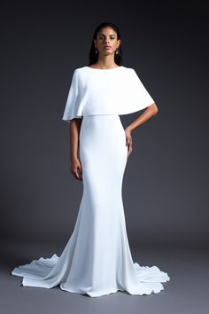 These were our favorite wedding dress trends for fall 2019 brides. See our favorite wedding dresses from Bridal Fashion Week Stunning Wedding Dresses, Wedding Dress Trends, Bridal Wedding Dresses, Bridal Style, Beautiful Dresses, Bridesmaid Dresses, Bridal Collection, Dress Collection, Super Moda