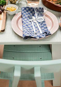 Grün steht für Hoffnung, Natürlichkeit, Zufriedenheit - und für guten Geschmack. #green #homestyling #chair #table #ikea #pietheineek