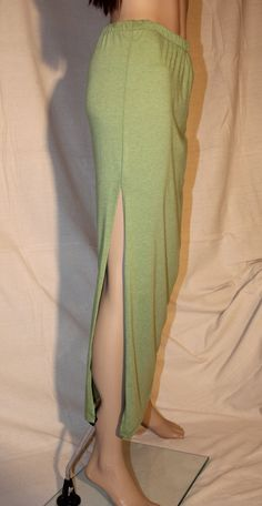 He encontrado este interesante anuncio de Etsy en https://www.etsy.com/es/listing/210793003/green-maxi-skirt-with-side-slit