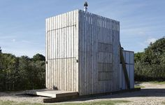 When this New Zealand beach cabin is closed up it would be easy to pass by without paying it a whole lot of attention. Read moreAward-Winning New Zealand Beach House Takes A Page From The Transformers Cabin Design, Tiny House Design, Tiny Beach House, New Zealand Beach, New Zealand Houses, Micro House, House Built, Bungalows, Architecture Design