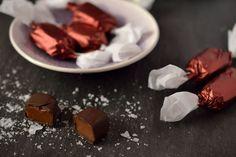 A csipet sóval megbolondított puha vajkaramellás házi szaloncukor garantáltan függőséget okoz! Christmas Treats, Christmas Holidays, Xmas, Walk In, Holiday Recipes, Convenience Store, Sweets, Cookies, Healthy
