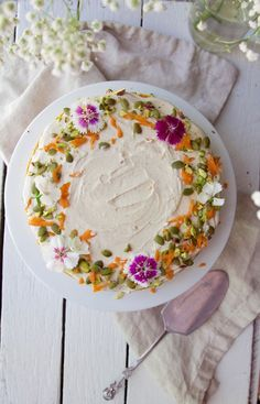 NUTRITIOUS CARROT CAKE WITH A CREAMY LEMON & ORANGE FROSTING {RAW+VEGAN}