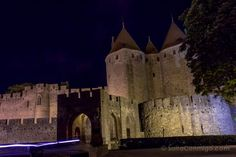 La puerta de Narbona de la muralla de Carcasona de noche