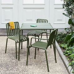 The sleek yet robust Palissade table is a member of Hay's versatile outdoor furniture collection. Palissade outdoor furniture features a strong, graphic design that consists of simple steel tubes and slats. Outdoor Chairs, Outdoor Furniture Sets, Outdoor Decor, Patio Tables, Led Furniture, Table Bench, Outdoor Areas, Lounge Chairs, Dining Chair