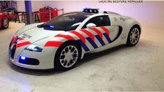 Politie Delft krijgt een Bugatti Veyron in politiekleuren -