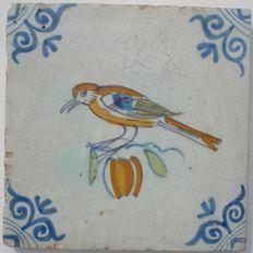Antieke polychrome tegel Vogel op fruit    ( Zeldzaam )