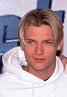 Nick Carter—member of the Backstreet Boys in 1997 Nick Carter, Nick Backstreet Boys, 90s Hairstyles, Tumblr Boys, Grunge Hair, Haircuts For Men, Cute Boys, Boy Bands, Short Hair Styles