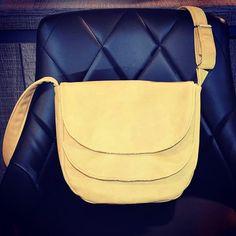 Eugénie sur Instagram: Petite nouveauté du week-end ! pour toutes celles qui adorent la couleur moutarde ! Un petit sac à bandoulière modele Musette de chez…
