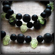 Oma maa-korusarja; mustikka, puolukka ja tyrni. www.minttumaa.net Maa, Joyful, Beaded Bracelets, Jewelry, Jewlery, Jewerly, Pearl Bracelets, Schmuck, Jewels