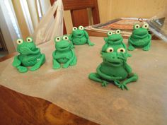 frogs for daughter's baby shower cake