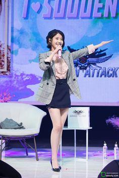 Korean Airport Fashion, Korean Fashion, Korean Girl, Asian Girl, Iu Fashion, Womens Fashion, Girls In Mini Skirts, Beautiful Young Lady, Korean Actresses