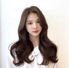 Beautiful Long Hair, Gorgeous Hair, Korean Wavy Hair, Big Loose Curls, Blow Hair, Braids With Curls, Natural Wavy Hair, Hair Flip, Balayage Hair
