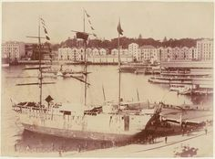 `Success' fake convict ship at Circular Quay, Sydney, by unknown photographer Sydney City, The Rocks Sydney, Australian Photography, Historical Photos, East Coast, Brighton, Paris Skyline, South Wales, Tasmania