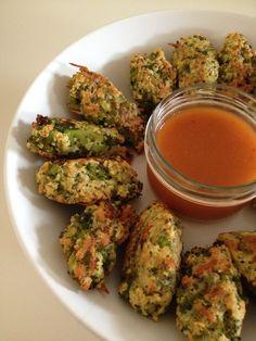 Croquettes de brocoli :http://www.unpetitoiseaudanslacuisine.com/croquettes-de-brocoli-baked-brocoli-fingers/