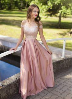 5a21a9590524 Romantické společenské dlouhé šaty. Flitrový živůtek s odhalenými rameny
