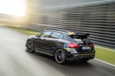 Mercedes levert A45, CLA45, CLA45 Shooting Brake en GLA45 4-Matic AMG als Yellow Night Edition