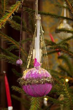Glaskugle. Fra begyndelsen af 1900-tallet. Glass ornament from the Victorian Home. Early 1900´s.