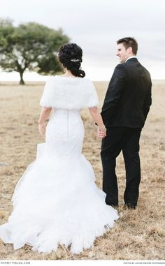 Winter wedding dress | See the full forest wedding on theprettyblog.com | Photography: @louisevorster | Dress:   Biji Couture