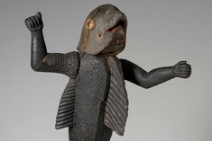 PATRICK GRIES / QUAI MUSEUM BRANLY-JACQUES CHIRAC / RMN-GRAND PALAIS - this statue, whose head and torso evoke a shark, represents Behanzin (1844-1906), king of Dahomey. Ceramic Figures, Shark, Lion Sculpture, Statue, King, Traditional, Clothes, African Art, Africa