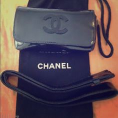 cf9913e270f5 Check out Chanel Black Patent Leather Waist Belt Bag on Threadflip!