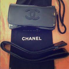 988c6d28e64 Check out Chanel Black Patent Leather Waist Belt Bag on Threadflip!