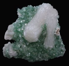 Fluorapophyllite and Stilbite