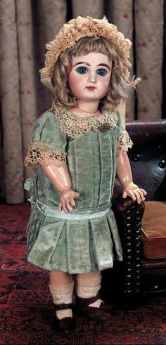 View Catalog Item - Theriaults Antique Doll Auctions--Tete Jumeau 8